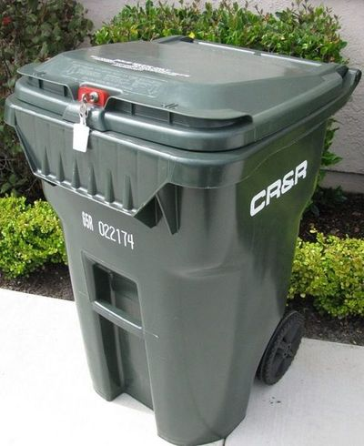 A 14897046 likewise Kitchen Trash Can With Lid Plastic Garbage Can Best Kitchen Bin 7fc12b4f716d5303 additionally Locking wheelie bins to thwart scavengers also 15 Gallon Flip Lid Tote besides How 6523823 repel Fox Keeps  ing House. on lockable trash can